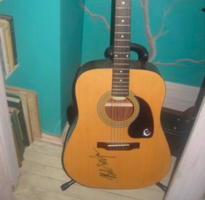 Bob Dylan Signed Acoustic Guitar